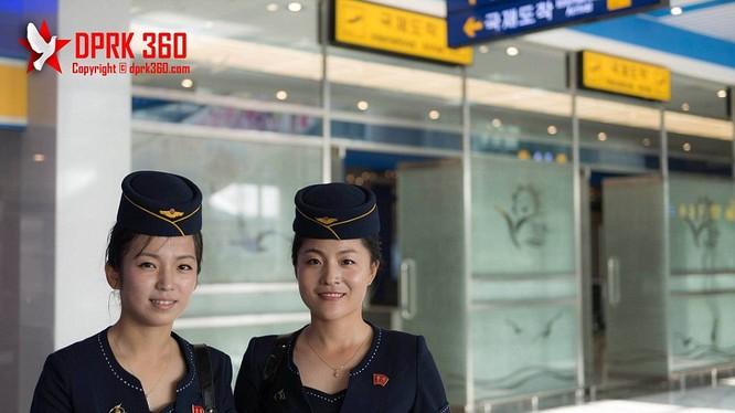 Hai nữ tiếp viên của hãng hàng không Triều Tiên Air Koryo