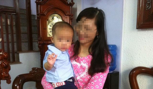 Cô giáo mầm non Phạm Thị C.L và cháu bé được cho là con của trưởng phòng QLĐT