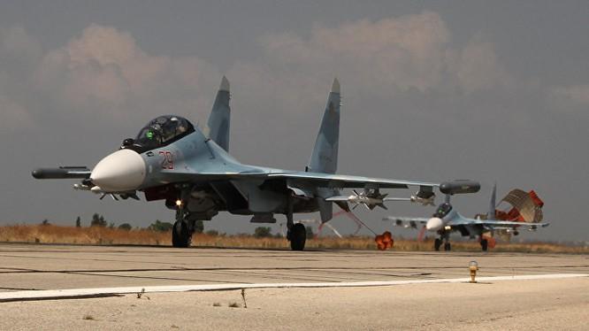 Chiến đấu cơ ném bom tối tân của Nga tham gia chiến dịch quân sự tại Syria