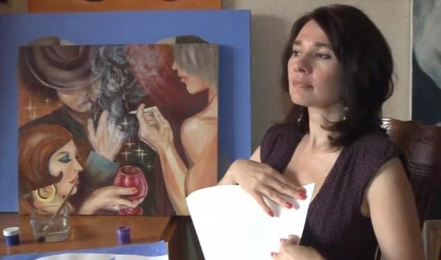 Nữ họa sĩ Irina Romanovskaya dùng chính bầu ngực của mình làm công cụ để sáng tác những bức tranh độc đáo