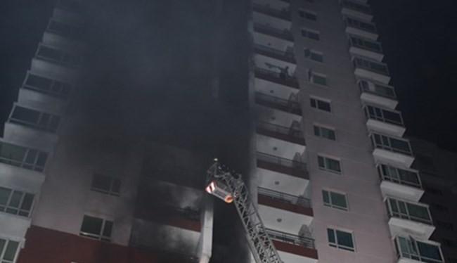 Nhà chung cư ở Xa La bị cháy gây hoảng loạn