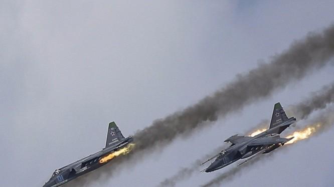 Su-25 Nga mặc sức tung hoành trên bầu trời Syria