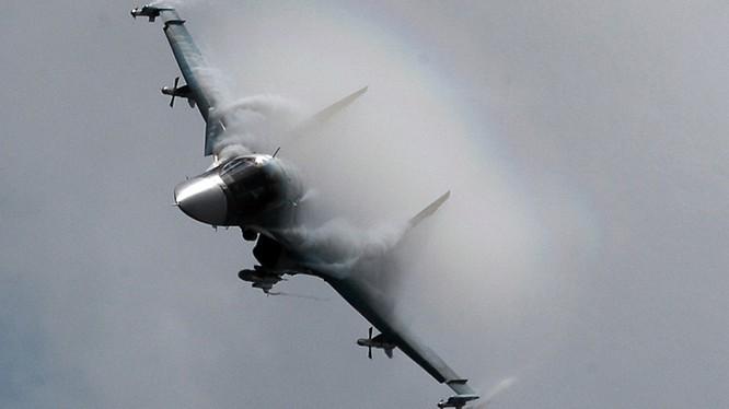 Chiến đấu cơ Su-24 Nga tham gia chiến dịch quân sự tại Syria