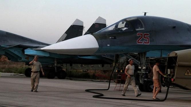 Chiến đấu cơ Su-34 fullback của Nga tại căn cứ Latakia, Syria
