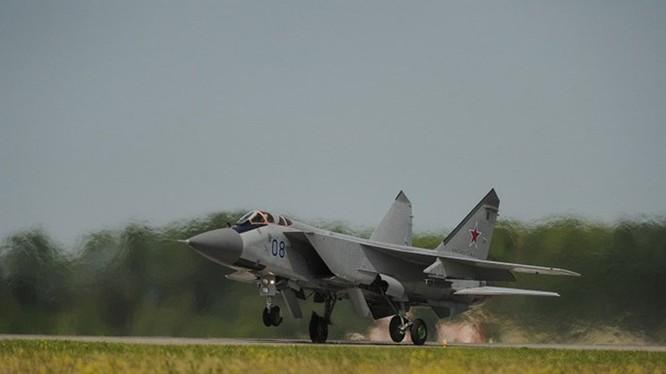 Tiêm kích đánh chặn Mig-31 của Không quân Nga - Ảnh: TASS