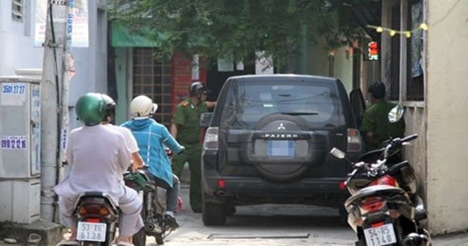 Khám xét nhà của ông Nguyễn Quốc Viễn (38 tuổi, Trưởng Ban Kiểm soát của VNCB) - Ảnh: Thanh Tuyền.