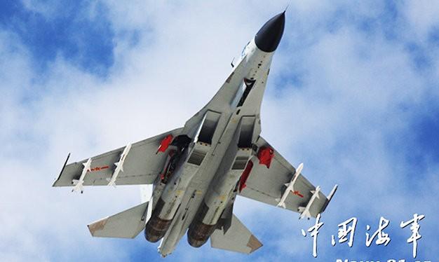 Trung Quốc điều máy bay chiến đấu mang tên lửa áp sát các đảo nhân tạo - Ảnh: South China Morning Post