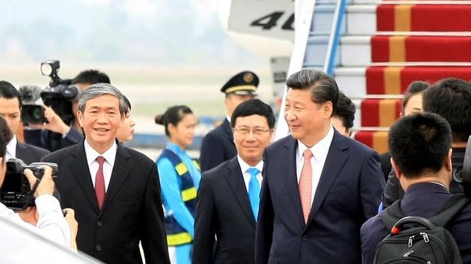 Tổng bí thư, Chủ tịch Trung Quốc Tập Cận Bình và ông Đinh Thế Huynh, UV BCT, Bí thư T.Ư Đảng, Trưởng Ban Tuyên giáo T.Ư - Ảnh: TTXVN