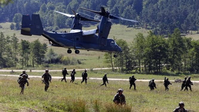 Binh sĩ NATO tâp trận tại Baltic