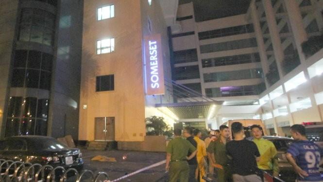 Lực lượng chức năng bảo vệ hiện trường vụ việc phó tổng giám đốc tòa nhà Thùy Dương Plaza (TP. Hải Phòng) tử vong - Ảnh: Tiến Thắng
