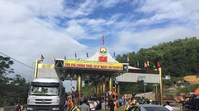 Dân chặn xe đại biểu Quốc hội, kiến nghị Bộ trưởng Thăng phản đối trạm thu phí