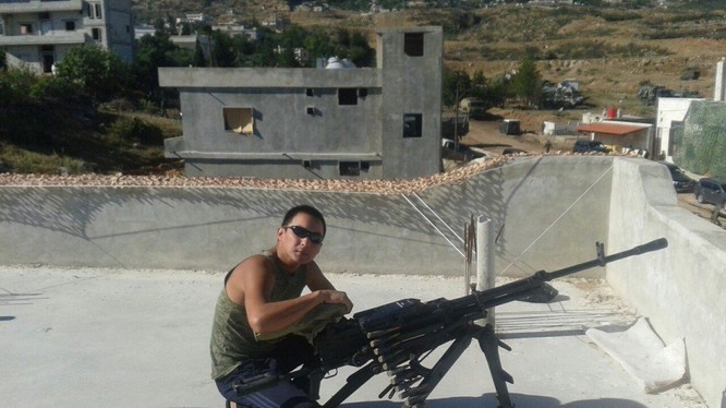 Hình ảnh do một tài khoản mang tên Ayas Saryg-Oo đăng trên mạng xã hội cho thấy binh sĩ trong ảnh ở gần tỉnh Hama - Syria. Ảnh: CIT