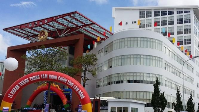 Trung tâm hành chính tỉnh Lâm Đồng xây từ tiền ngân sách và phải đi vay - Ảnh: Gia Bình