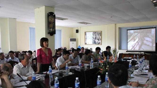 Nữ doanh nhân trẻ Trần Thị Thuấn Hoa trong một cuộc họp