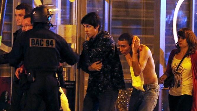 Nước Pháp chấn động bởi hàng loạt các vụ khủng bố kinh hoàng