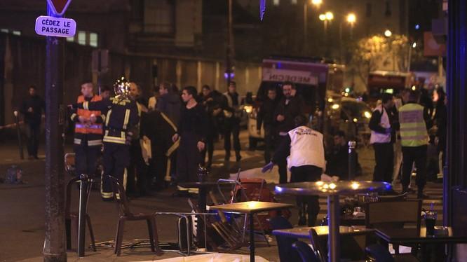 """Điềm gở trên báo Pháp trước thời khắc bị khủng bố """"thứ sáu ngày 13"""""""
