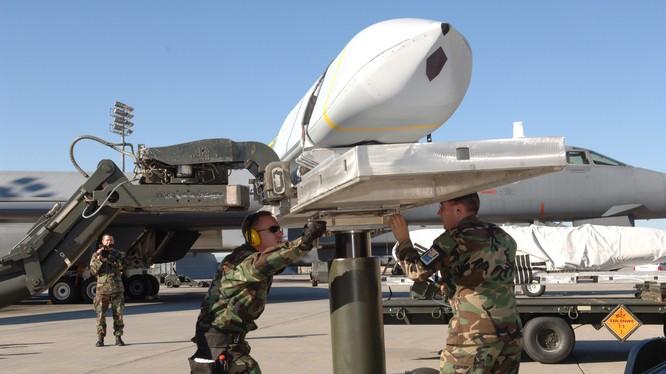 Tên lửa chống hạm tầm xa LRASM (Long Range Anti-Ship Missile) của Mỹ