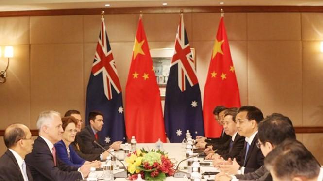 Hai thủ tướng Úc và Trung Quốc trong cuộc gặp song phương ngày 21.11 ở Kuala Lumpur, Malaysia - Ảnh: The Australian Financial Review