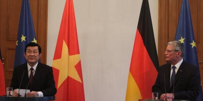Chủ tịch nước Trương Tấn Sang và Tổng thống Đức gặp gỡ báo chí ngày 28-11 - Ảnh V.V.Thành