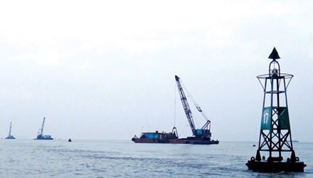 Phao 17 khu vực thi công nạo vét duy tu luồng Vũng Tàu - Thị Vải do Tổng Cty Bảo đảm An toàn Hàng hải miền Nam làm chủ đầu tư. Ảnh: PV.