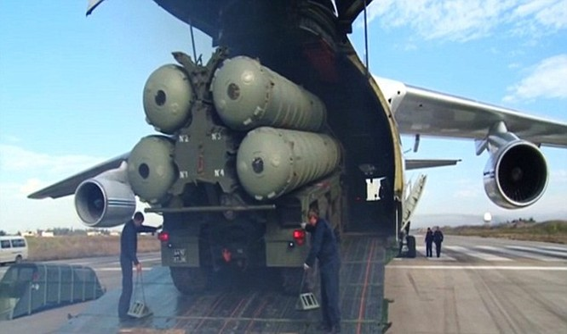 Hệ thống phòng không khét tiếng S-400 được đưa bằng máy bay tới Latakia
