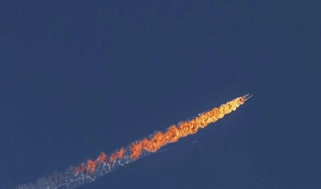 Su-24 Nga bốc cháy khi trúng tên lửa Thổ Nhĩ Kỳ