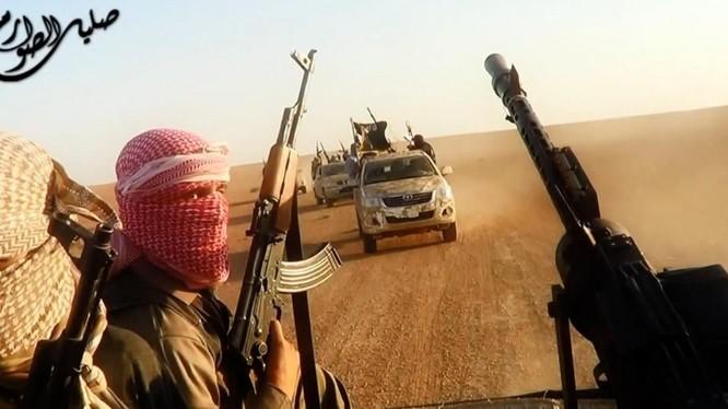 IS không yếu đi mà có vẻ còn mạnh thêm sau chiến dịch không kích của Mỹ