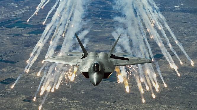 """Siêu tiêm kích tàng hình F-22 """"chim ăn thịt"""" của Mỹ"""
