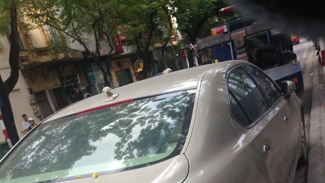 Biển số giả gắn trên xe - Ảnh: Cơ quan công an cung cấp