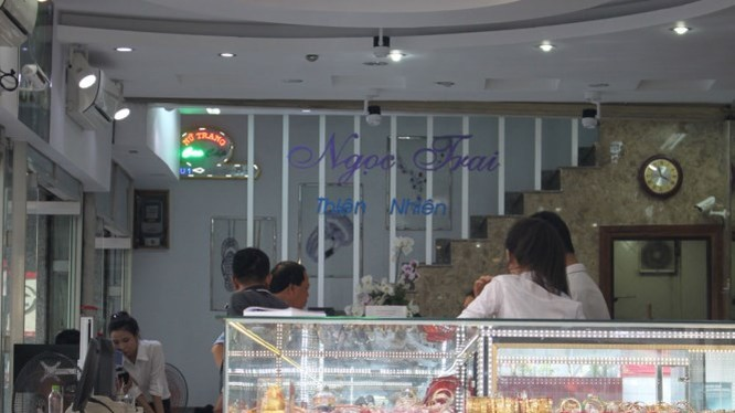 Hoạt động giao dịch tại tiệm vàng Ngọc Phát - Ảnh: Tiểu Thiên