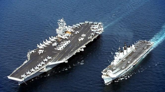 Tàu sân bay Mỹ tập trận cùng tàu sân bay trực thăng của hải quân Nhật Bản