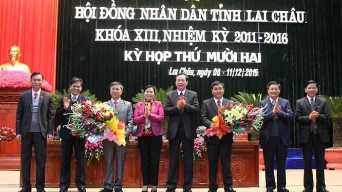 Lãnh đạo tỉnh Lai Châu chúc mừng 2 tân Phó Chủ tịch UBND tỉnh.