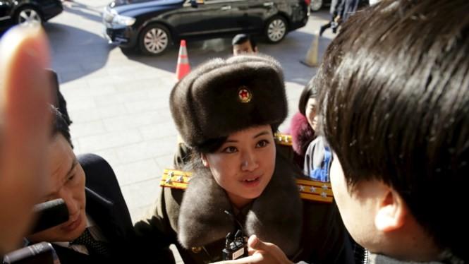 Hyon Song-wol xuất hiện trước công chúng tại một khách sạn ở Bắc Kinh ngày 11.12 - Ảnh: Reuters