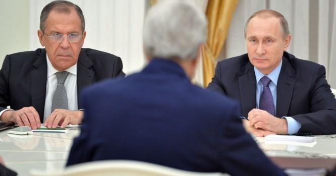 Tổng thống Nga Vladimir Putin tiếp Ngoại trưởng Mỹ John Kerry và Ngoại trưởng Nga Sergei Lavrov tại điện Kremlin.