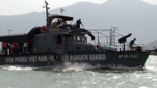 Tàu bộ đội Biên phòng ứng cứu 29 du khách Nga an toàn. Ảnh: N.X