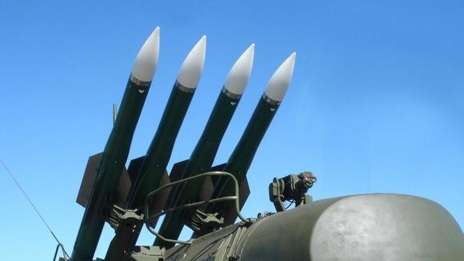 """Hệ thống tên lửa phòng không Buk M2 """"ngón tay thần chết"""" của Nga tại Syria"""