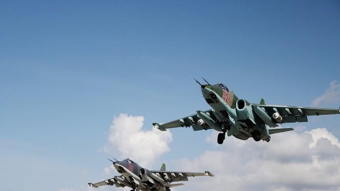 Su-25 Nga xuất kích tại Latakia