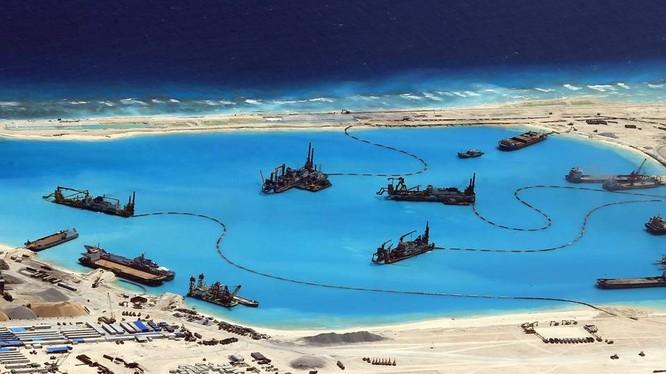 Trung Quốc đang ồ ạt bồi lấp, xây đảo nhân tạo trái phép ở Biển Đông