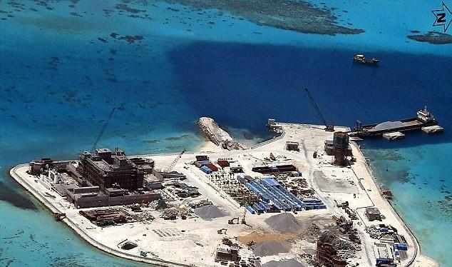 Một đảo nhân tạo Trung Quốc xây trái phép trên biển Đông