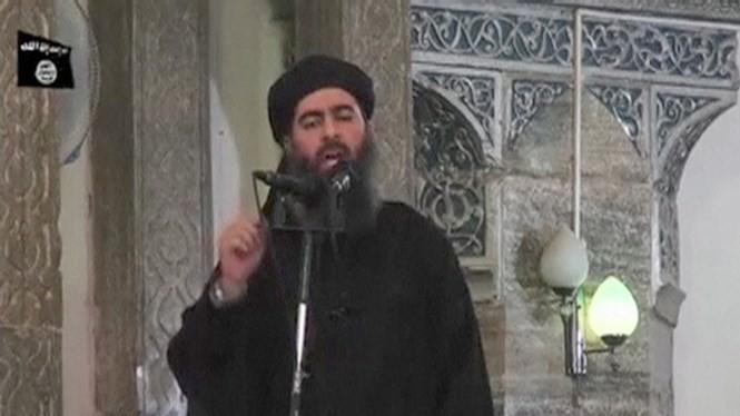 Thủ lĩnh IS, Abu Bakr al-Baghdadi trong bức ảnh chụp năm 2014 - Ảnh: Reuters