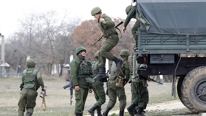 Binh sĩ Nga tại bán đảo Crimea