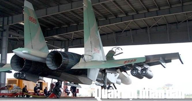 Su-30MK2 chuẩn bị trước khi bay ở Trung đoàn không quân 923, Sư đoàn không quân 371, Quân chủng Phòng không-Không quân tháng 10.2015 - Ảnh: Báo Quân đội Nhân dân