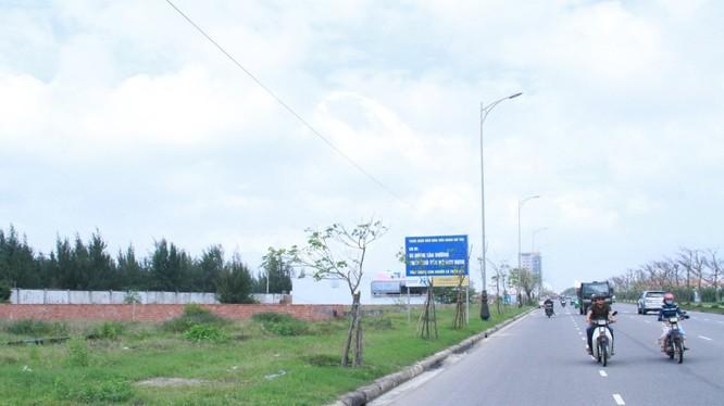 Đây là vệt đất ở phường Khuê Mỹ (quận Ngũ Hành Sơn) do ông Lý Phước Cang đứng tên mua - Ảnh: H.Khá