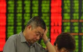 Chứng khoán Trung Quốc đã có phiên đầu năm tồi tệ nhất hơn 20 năm qua. Ảnh: AP