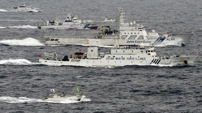 Tàu tuần tra Nhật Bản và tàu Trung Quốc kè nhau tại vùng biển tranh chấp