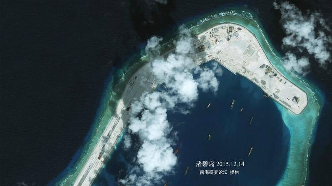 Trung Quốc đang gấp rút xây sân bay trái phép trên đá Xubi
