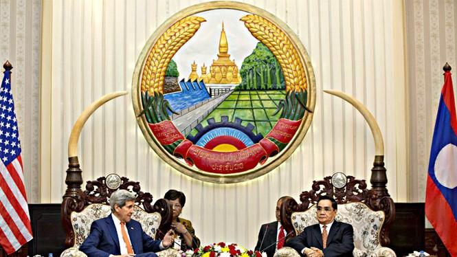 Thủ tướng Lào Thongsing Thammavong ngày 25.1 trong buổi gặp Ngoại trưởng Mỹ John Kerry, người đang có chuyến công du châu Á, cho biết sẽ thúc giục ASEAN đoàn kết nhằm khẳng định lập trường của khối này về vấn đề Biển Đông. Lào, với vai trò chủ tịch luân p