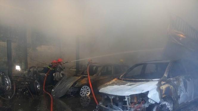 Xe siêu sang bị hỏa hoạn thiêu cháy
