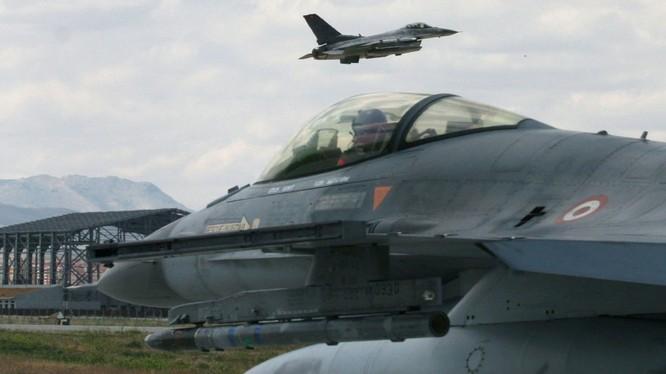 Không quân Thổ Nhĩ Kỳ được lệnh bao động