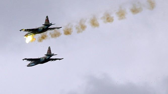 Chiến đấu cơ Su-24 Nga trút sấm sét xuống cứ điểm quân khủng bố Syria